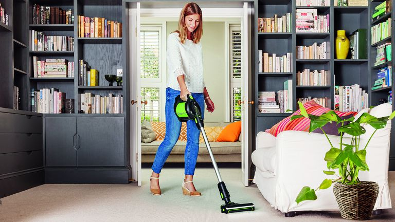 Top 6 Best Vacuum Cleaners in India in 2020: In-Depth Review and User's Guide